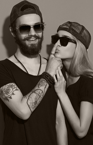 Hipster couple aae3c561e99281be77e224f11f7c0503e646be7ffa0be04146b243130aadbf4e